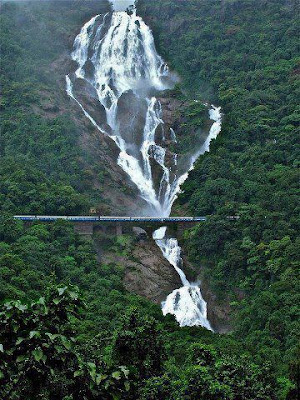 Dudhsagar_Waterfalls_in_Goa_India