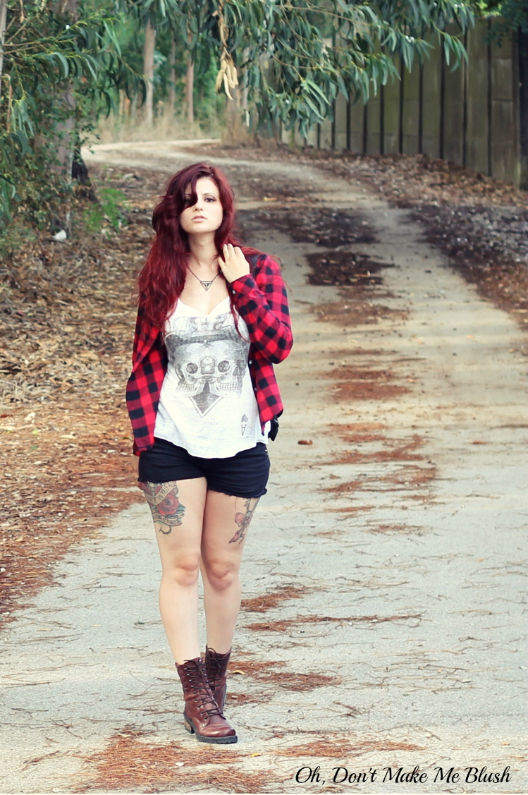 blogger outfit plaid shirt and shorts