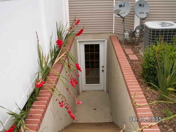 Klikrumahanda penggunaan basement ruang bawah tanah di rumah for Walkout basement door options
