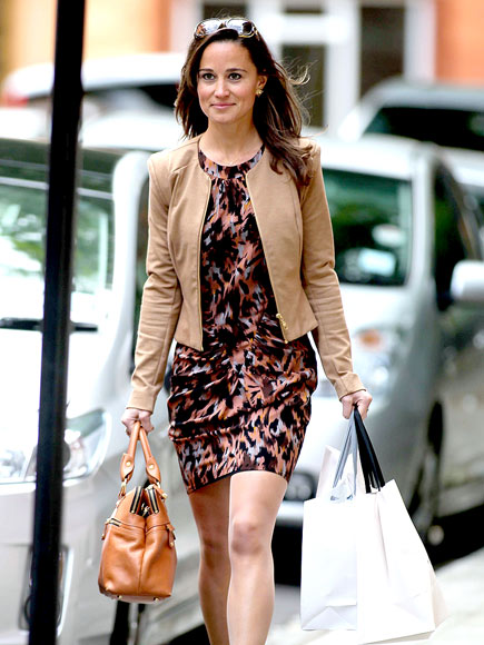 12b3cc06393 Pippa Middleton has a very easy style! She looks confident and chic in this  abstract print dress and leather jacket.