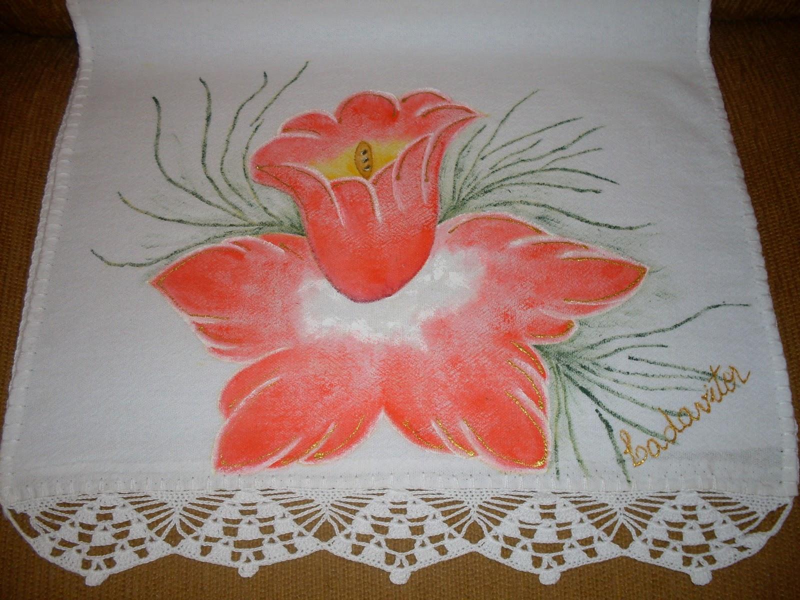 Pintura em pano de prato e barradinho de crochê.
