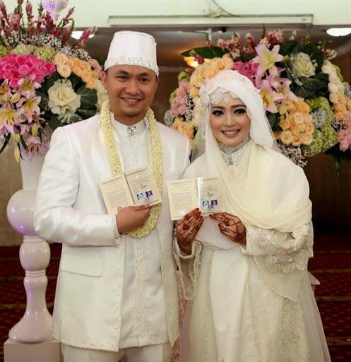 Model baju dan gaun pengantin muslimah ala artis terbaru