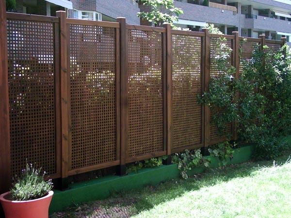 Separaci n de ambientes for Barandales de madera para jardin