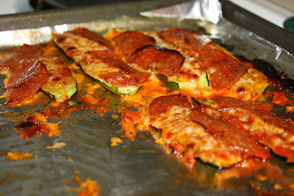 ... : Zucchini Pizza.....who needs crust when you can use zucchini