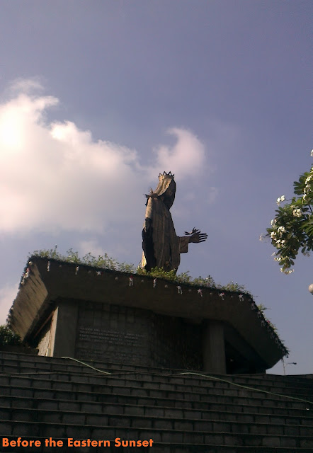 Image of Virgin Mary, Queen of Peace on the rooftop of EDSA Shrine