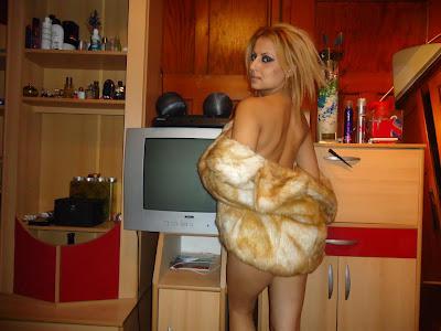 известната певица Саша само преди дни пусна своя еротична фотосесия в Мрежата.