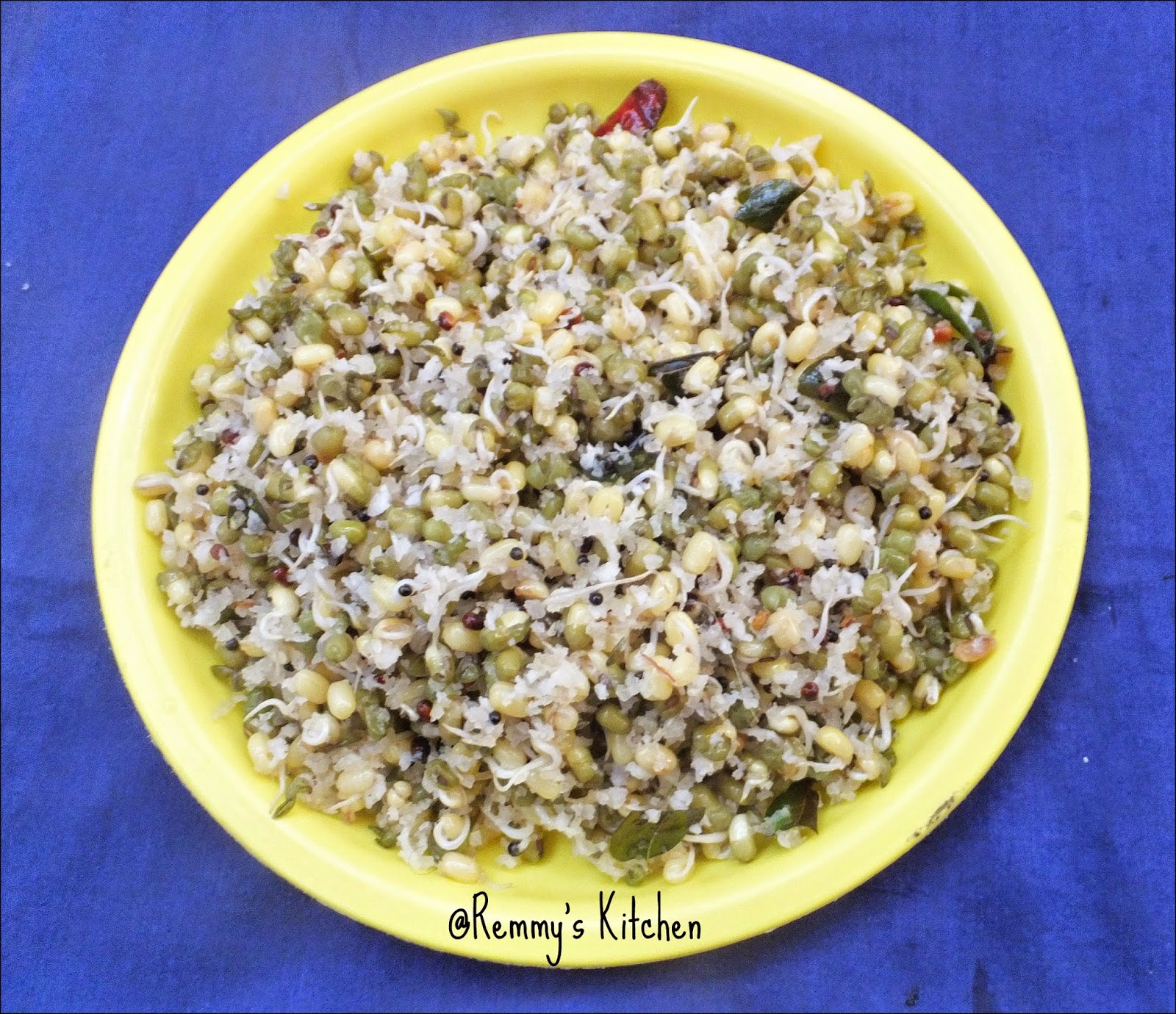 Mulai payaru sundal / Sprouted Green gram sundal