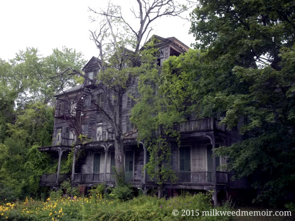 decrepit mansion in bennington vermont