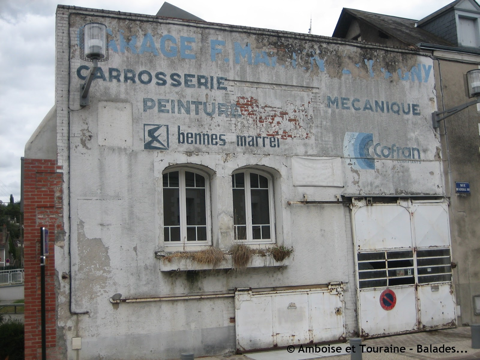 Les murs peints s 39 affichent enseignes amboisiennes opus 2 for Garage automobile paris 13