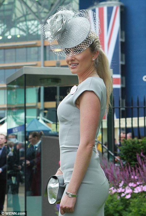 elegant lady in light grey outfit on Ladies' Day of Royal Ascot 2014