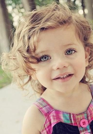 Download foto bayi cute rambut ikal gratis