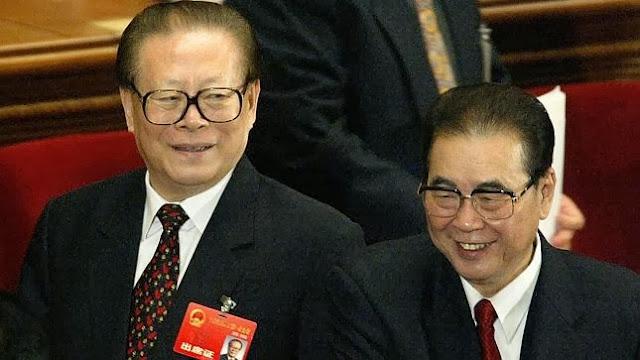 Giang Trạch Dân (trái), Lý Bằng (phải) và ba lãnh đạo khác bị cáo buộc tội ác diệt chủng người Tây Tạng.