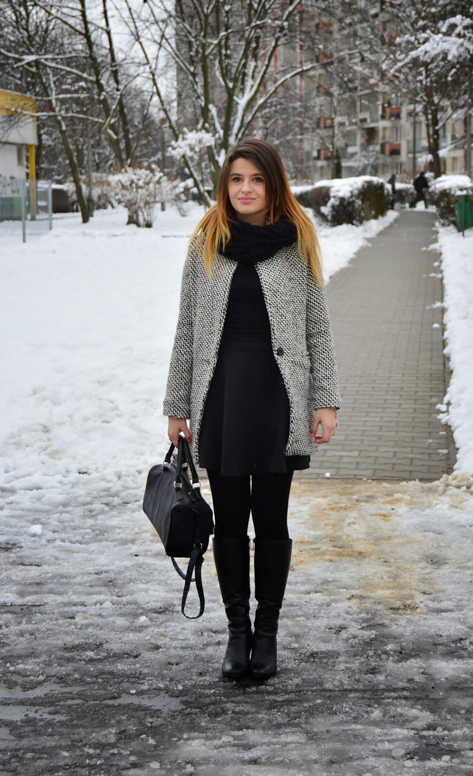 http://www.sheinside.com/Black-White-Notch-Stand-Collar-Long-Sleeve-Oversize-Coat-p-144640-cat-1735.html?utm_source=kasjaa.blogspot.com&utm_medium=blogger&url_from=kasjaa