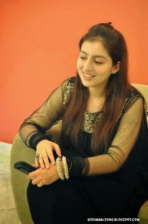 Desi Beautiful Girls With Beautiful Smile