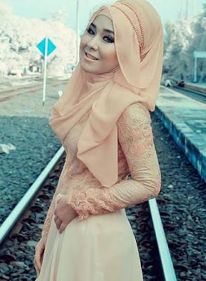 Model kebaya muslim modern wisuda brokat
