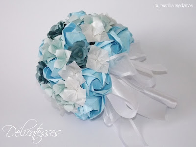 buquê de papel azul