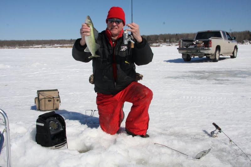 The complete angler late march on lake winnipeg 2011 for Lake winnipeg fishing report