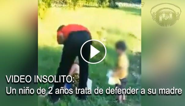 VIDEO INSOLITO - Un niño de 2 años trata de defender a su madre de una brutal agresión