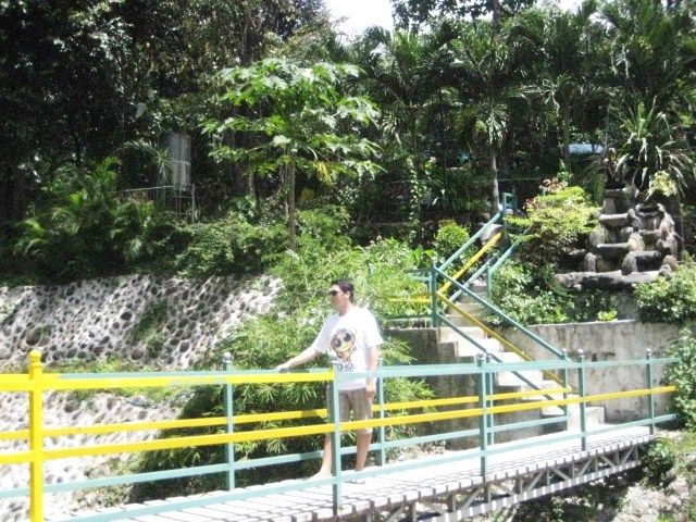 garden walk at real cove antipolo cathedral