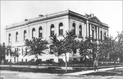 The completed addition can be seen in this 1910 photo of the Carnegie Library. Photo courtesy of the City of Winnipeg Historical Report.