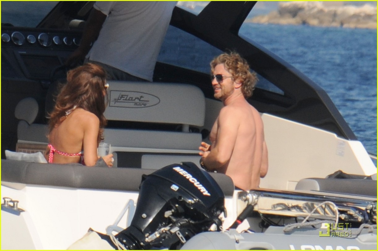http://4.bp.blogspot.com/-UUnGe2gpvLc/ThmRe3mV_zI/AAAAAAAAAT0/SrkRtjC9T1o/s1600/gerard-butler-shirtless-boat-ride-in-ischia-06.jpg