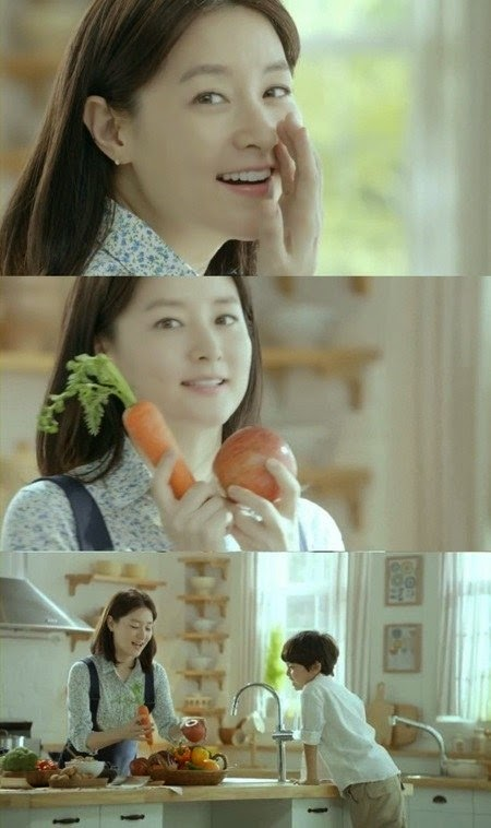 Lee Young Ae shows off her unchanged beauty in new CF