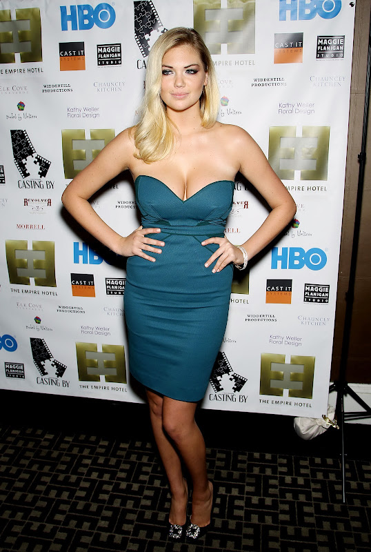 Kate Upton shows off her famous curves in a strapless dress