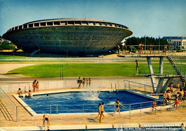 """Saint-Nazaire - Palais des sports, Salle des sports des grand marais, """"La Soucoupe""""  Architectes: Louis Longuet, René Rivière, Roger Vissuzaine, Gustave Joly  Ingénieurs: René Sarger, Jean-Pierre Batellier  Construction: 1963 - 1970"""