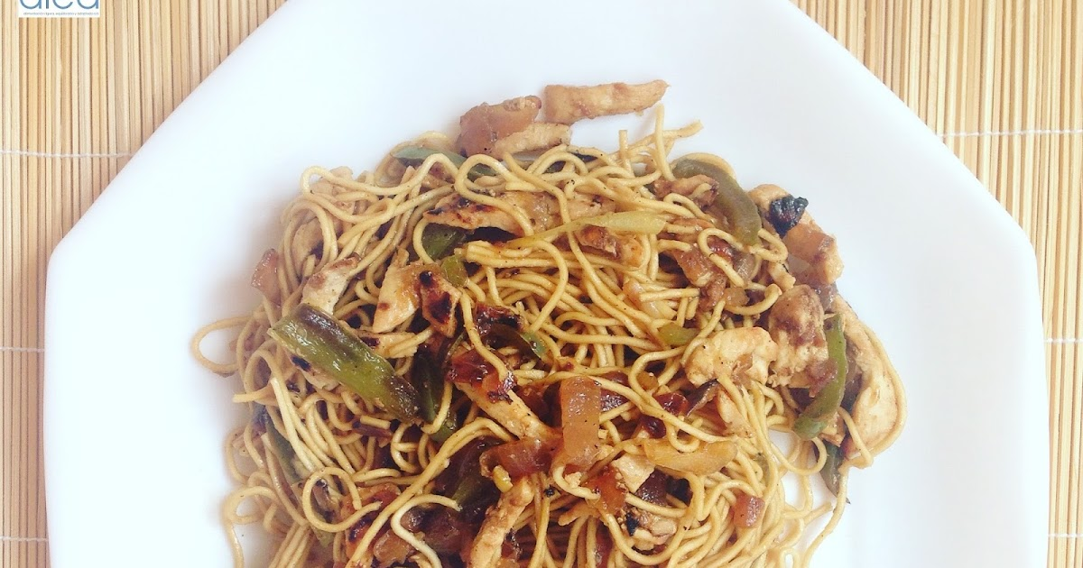 Noodles con verduras al dente y tiras de pollo - La dieta
