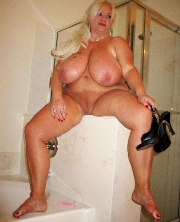 Nackt Bilder : Extrem fette Hänge Euter   nackter arsch.com