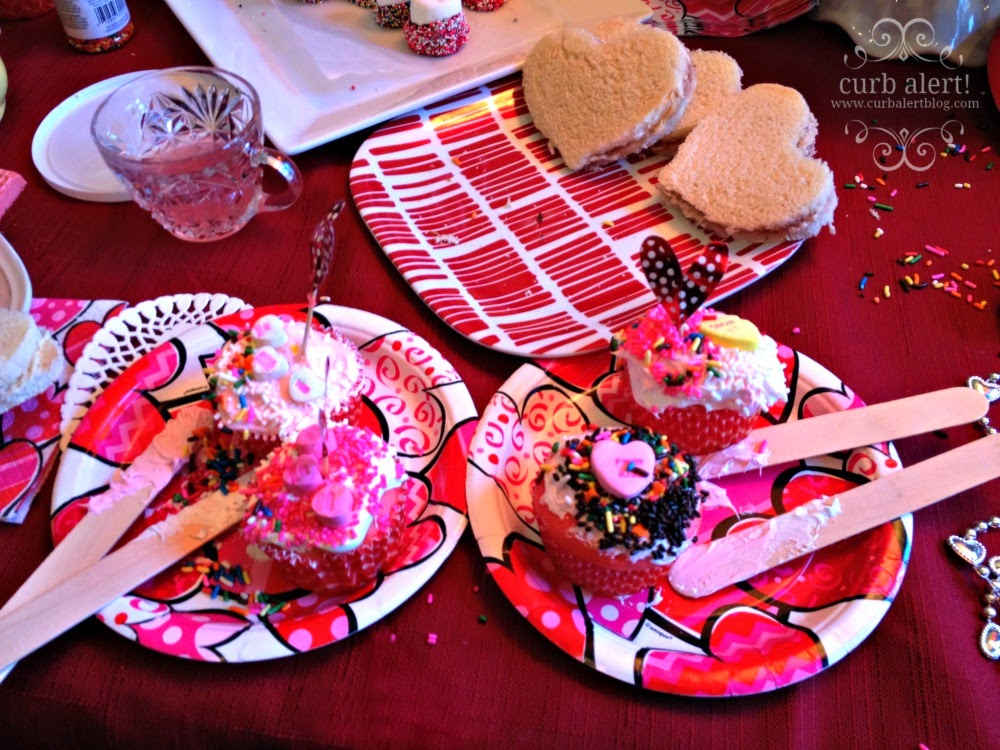 Tea Party Cupcake Decorating Ideas for Little Girls via Curb Alert! Blog http://www.curbalertblog.com/2014/03/tea-party-ideas-for-little-girls.html