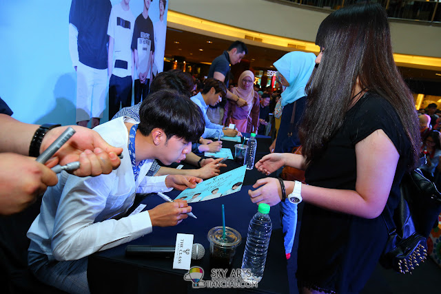Meet N Greet Autograph session  - CNBLUE x The Class Meet & Greet @ Mid Valley Megamall JungShin is very attentive and blow dry the signature first before passing back to their fans Photo by Mango Loke