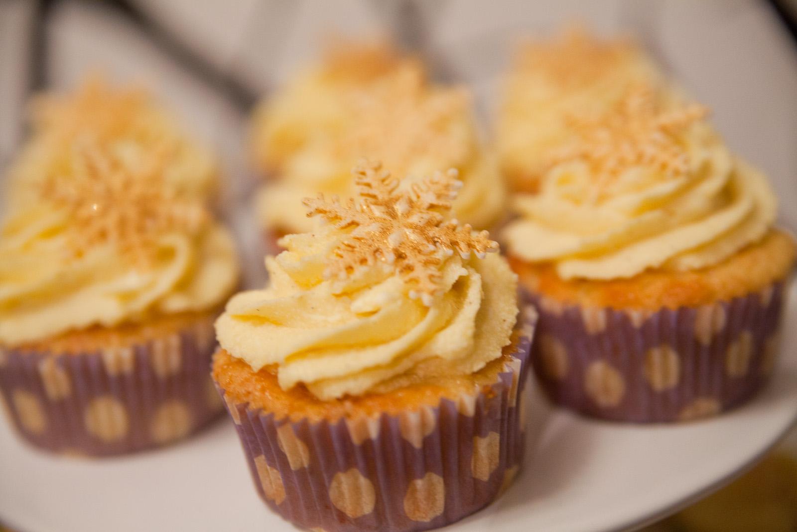 bratapfel marzipan cupcakes mit vanillecreme mit rezept. Black Bedroom Furniture Sets. Home Design Ideas
