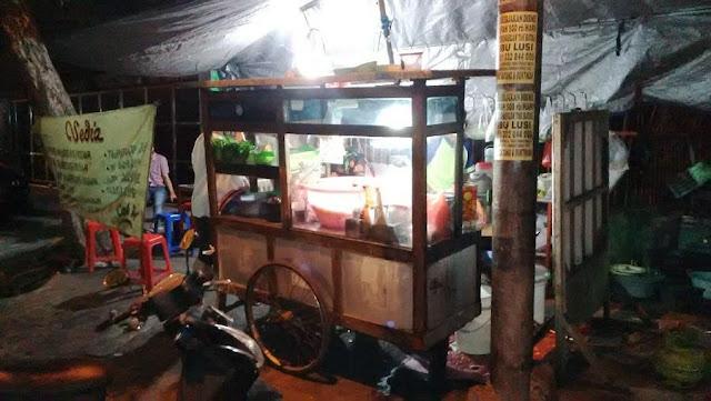 kedai nasi goreng cak di jalan tidar surabaya