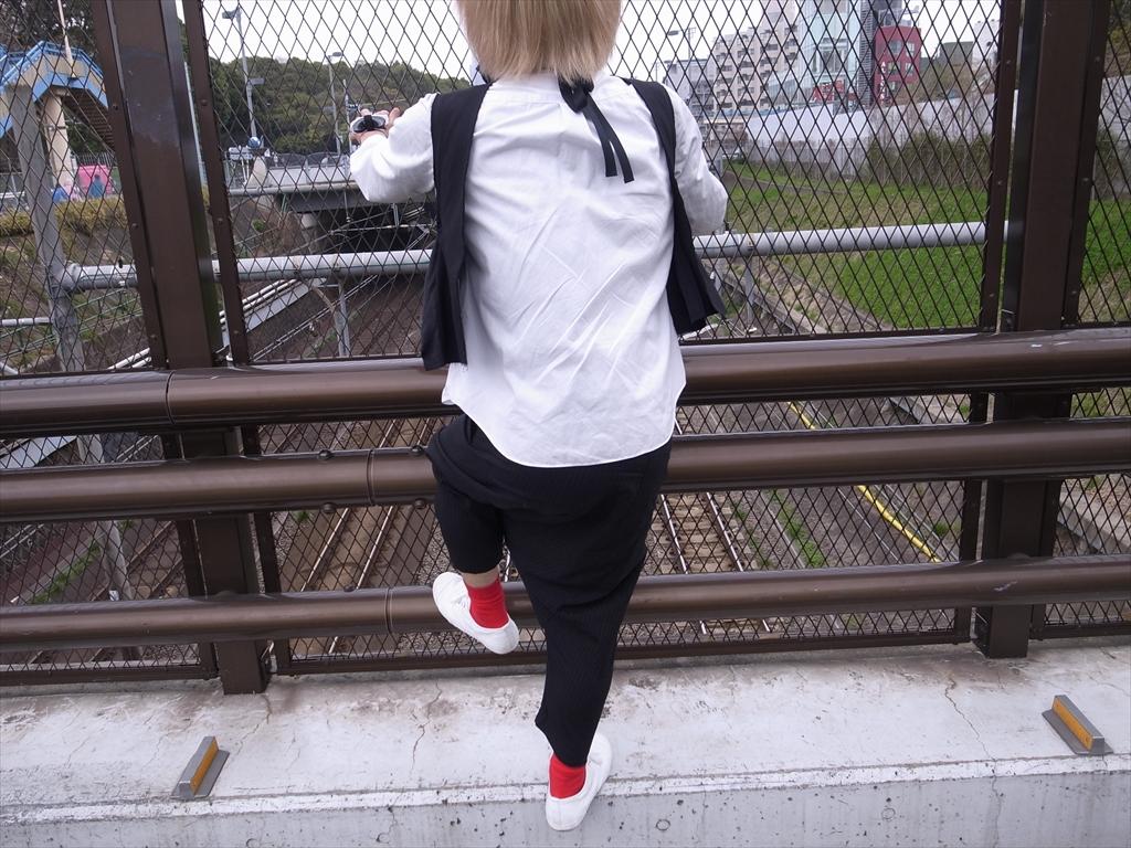 Vest : COMME des GARÇONS  Pants & Shirts : COMME des GARÇONS COMME des GARÇONS  Socks : Happy Socks  Shoes :MUJI