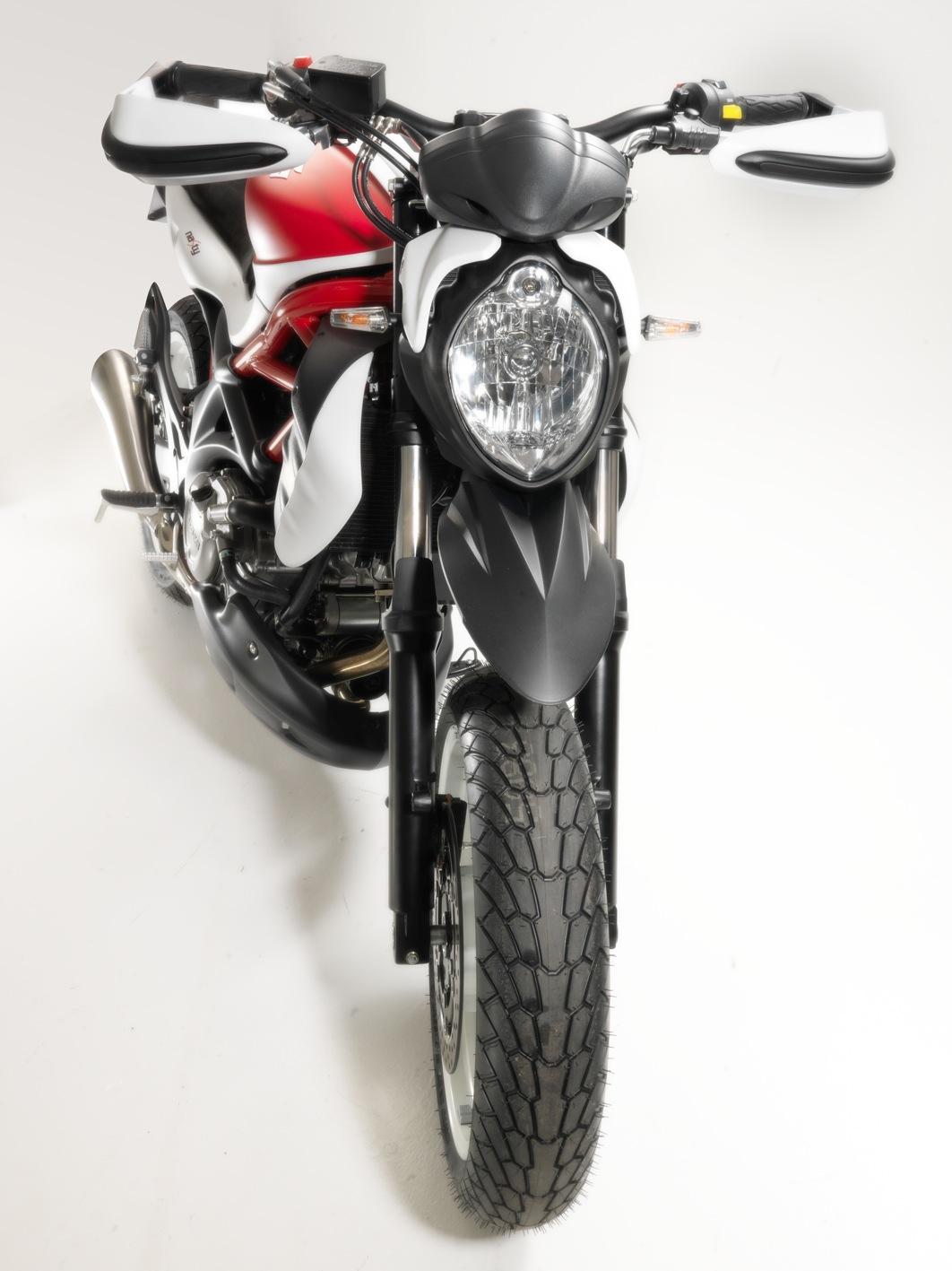 Cambio de Rueda, cual poner???? Suzuki+Gladius+Nasty+by+GP+Design+02