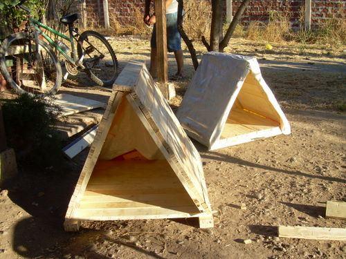 Coquito fau construyendo cuchas - Casa de perro con palets ...