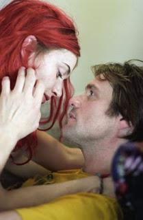 Kate Winslett e Jim Carrey, em cena no filme Brilho eterno de uma mente sem lembranças