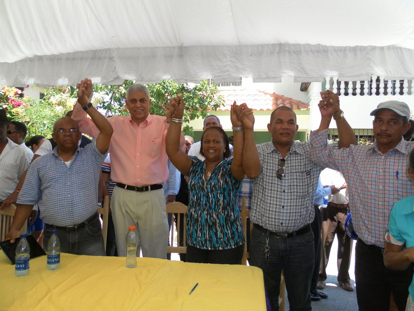 Con respaldo del equipo de ex –diputada Idenia Doñé   Nelson Guillén sella su victoria interna a la alcaldía de San Cristóbal