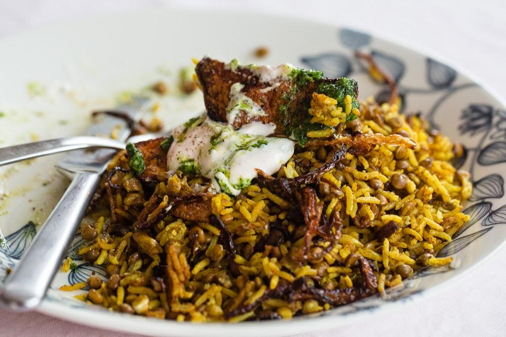 riisiä, mausteita ja linssejä