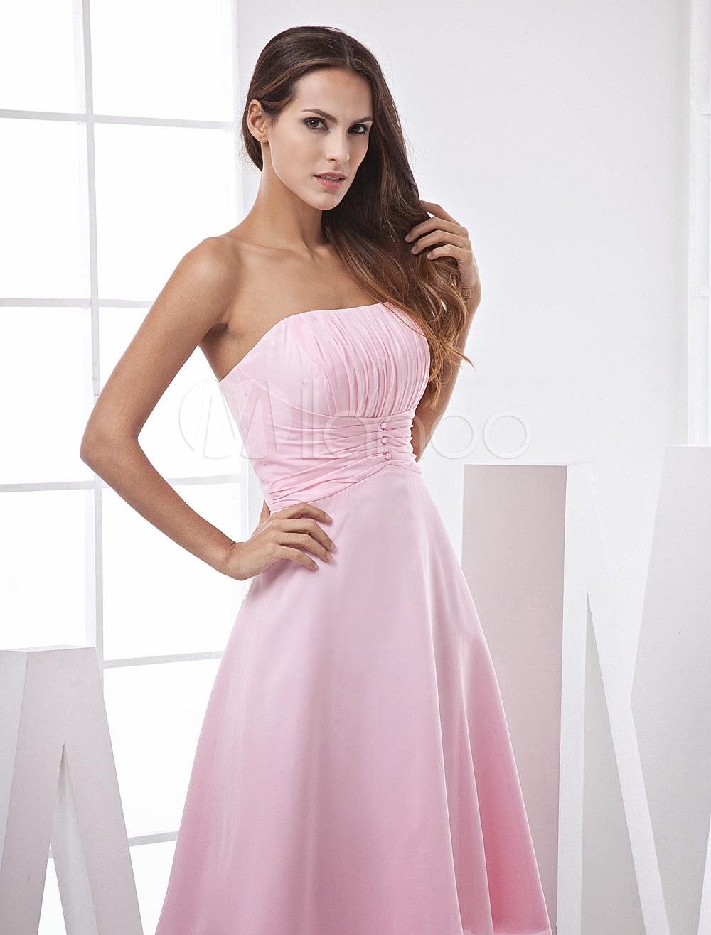 Jolie robe de bal de finissants de retrouvaille ligne-A rose sans bretelles faite en satin et moussline de soie