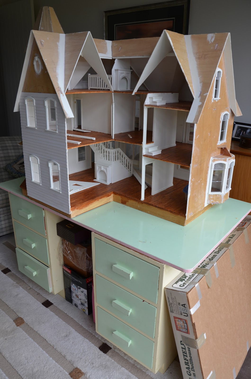 Mini amy a dollhouse in storage learning to crochet and for Build a house online
