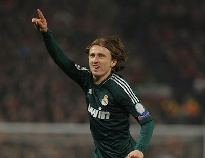 Modric celebrates his goal against Manchester United with the Real Madrid green jersey