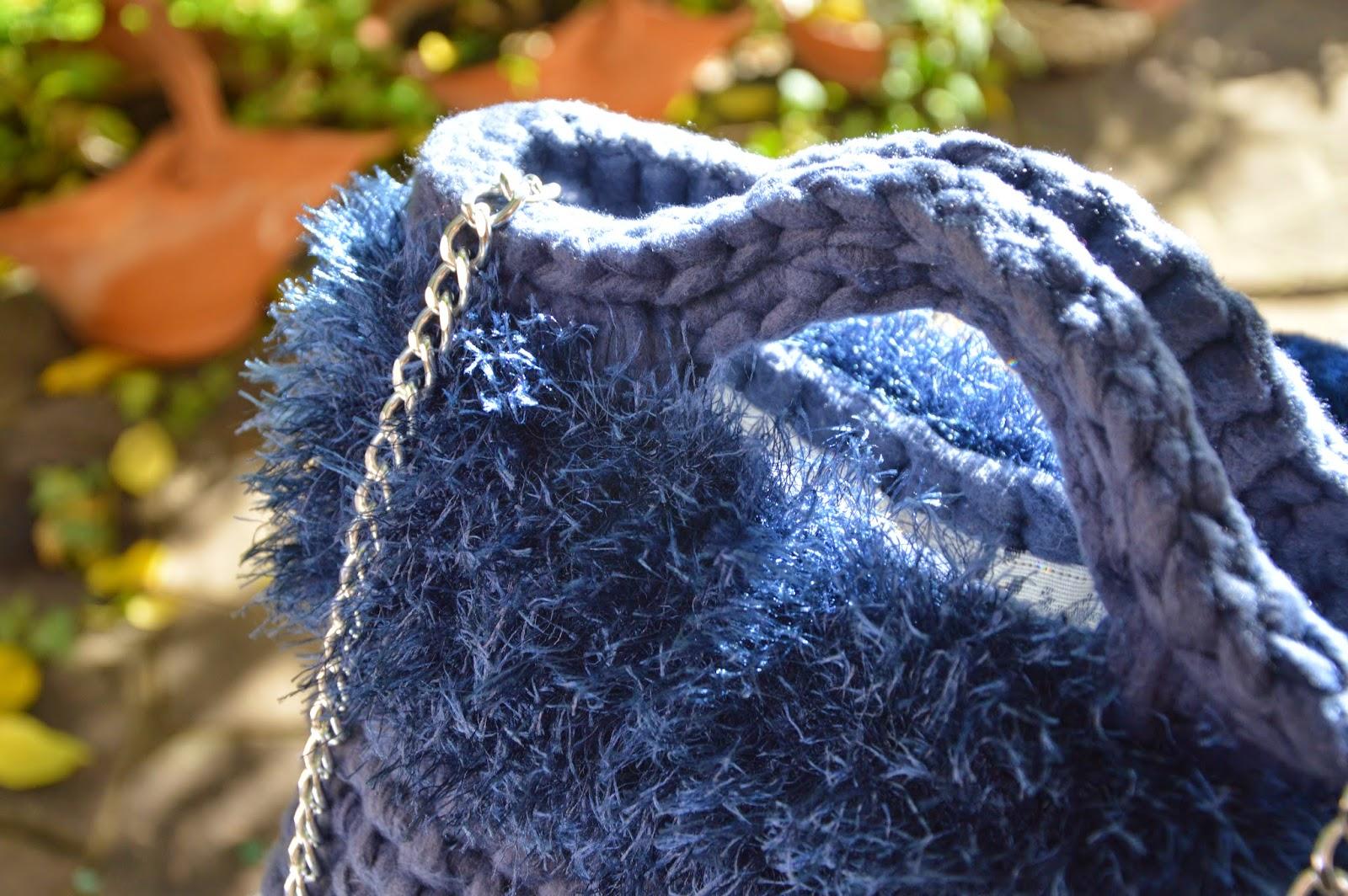 Borsa Pile blu delavé effetto jeans con bordo effetto pelliccia