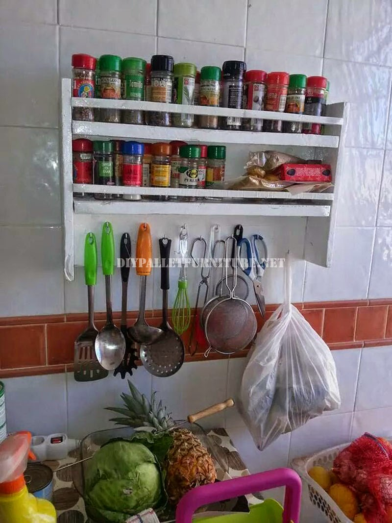 Estanter a para las especias de la cocina con palets - Estanterias para la cocina ...