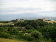 Vistes de Torrebadella i al fons les Serres del Cadí i Queralt des de Claranès