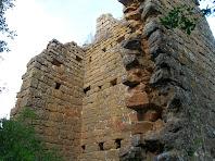 Vista, des del migdia, de part de la torre quadrada de la primera línia de defensa del Castell de Sant Jaume
