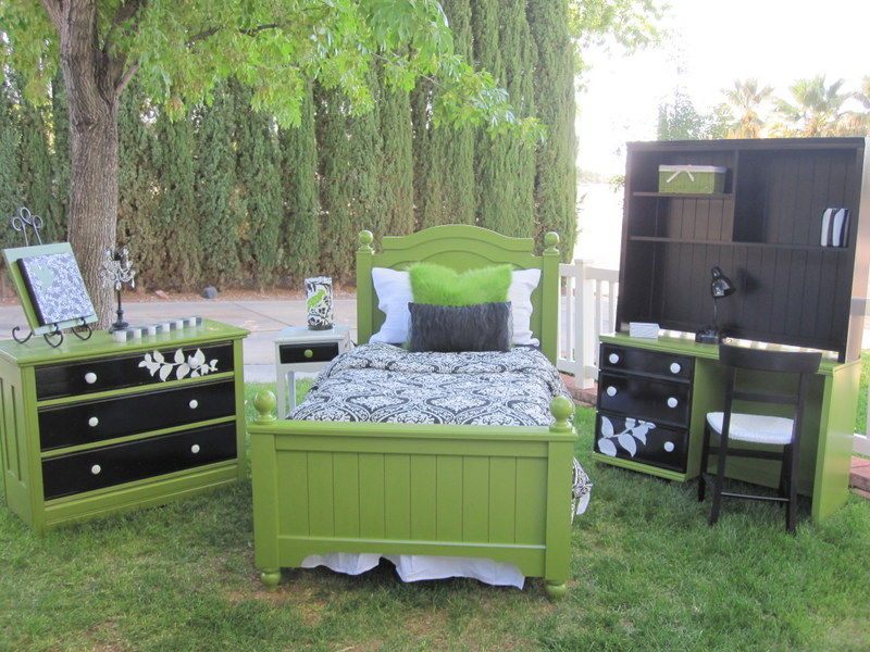 Green bedrooms my favorite color rooms by lisa Green and black bedroom