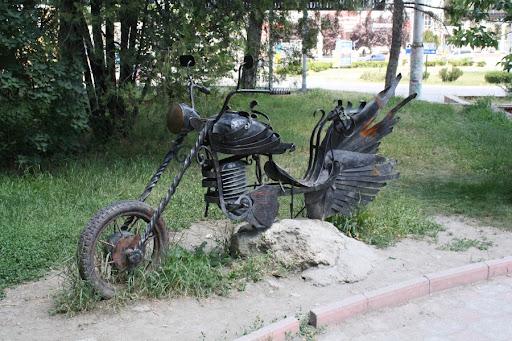 Кованый мотоцикл в Симферополе