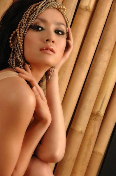Lena Tan Lahir Di Jakarta  Adalah Model Pembawa Acara Dan Pemain Sinetron Indonesia Lenna Dikenal Sering Bermain Sebagai Pemeran Antagonis